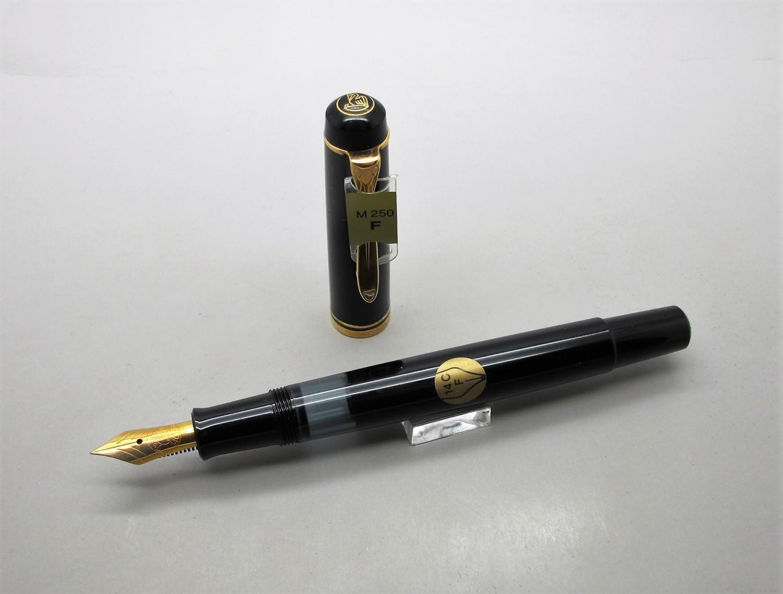 Pelikan M250 Negro