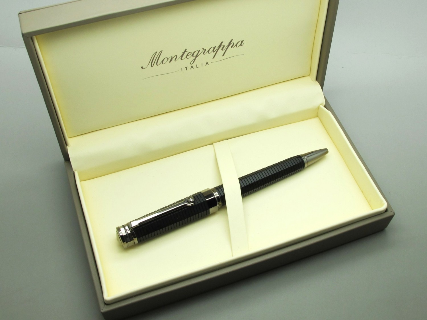 Montegrappa Nero Uno Line Collection